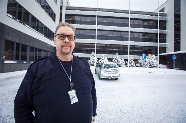 """Ralf Holmlund är huvudförtroendeman på Wärtsilä och tycker att måttet är rågat """"Arbetsgivarna och de politiska krafterna har gått över gränsen""""."""