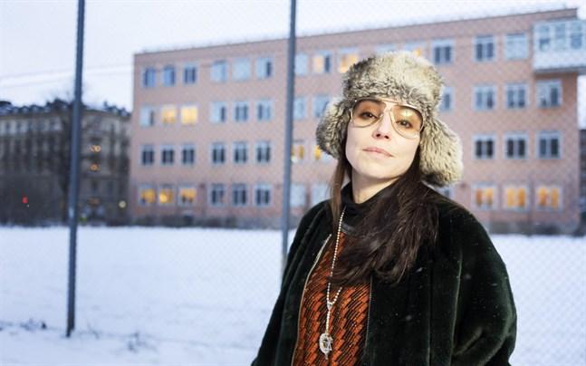 """När Lo Kauppi överförde """"Män kan inte våldtas"""" till samtiden upptäckte hon att aktualiteten är densamma som på 1970-talet."""