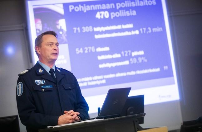 Problemet är att vi måste spara samtidigt som våra lagstadgade uppgifter inte minskar, säger polischef Kari Puolitaival.
