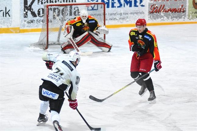 Axel Nyfors var inlånad från Muik för att vakta målet för Kronan.