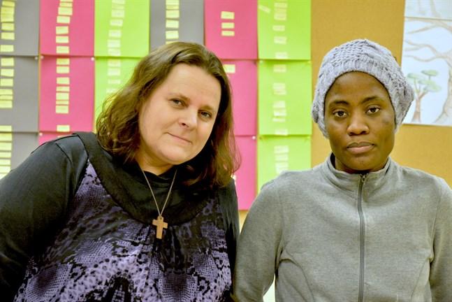 Catarina Mikkonen från föreningen Elpida försöker hjälpa kvinnor som Itohan Okundaye med stöd på olika plan. Men när det gäller myndigheterna är det inte lätt.