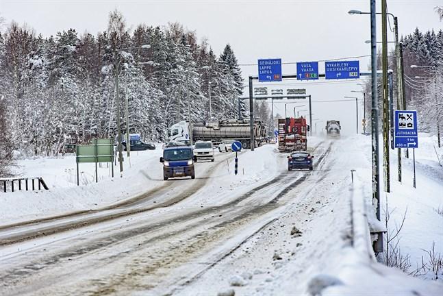 Påkörningsolyckan inträffade strax norr om korsningen mellan Riksåttan och väg 19 i Ytterjeppo. Arkivbild.