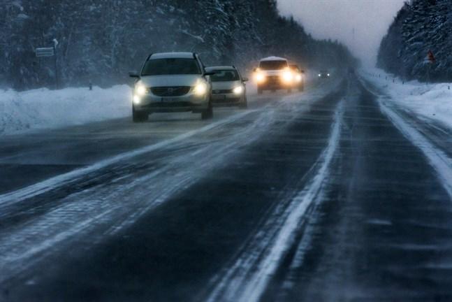 Från och med tisdag införs vinterhastigheter på många vägar i regionen.