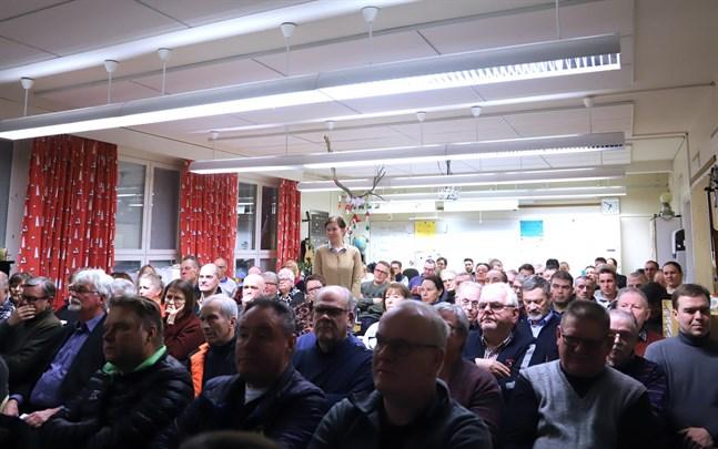 Det var fullsatt när ett avtal om samgång mellan Vasa och Korsholm diskuterades i Replot-Björkö skola för ett år sedan.