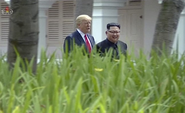 Donald Trump och Kim Jong-Un i Singapore i fjol.
