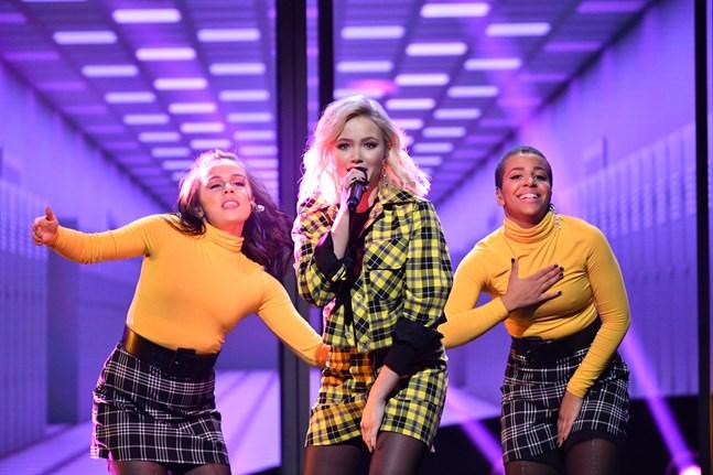 Malou Prytz är den yngsta deltagaren och debutant i Melodifestivalssammanhang.