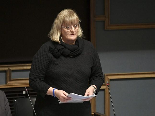 Social- och hälsovårdsminister Pirkko Mattila (Blå) är nöjd över att övervakningen i fallet med Attendos vårdhem fungerat.