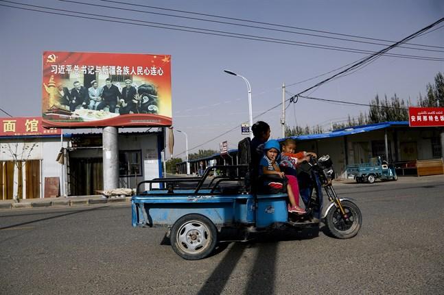 En uigurisk familj i Xinjiang. Arkivbild.