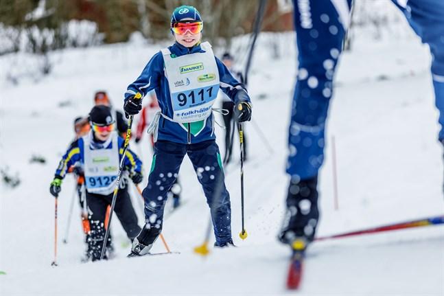 I fjol deltog närmare 600 åkare i Botniavasan, bland dem Tilde Finskas. Nu behövs snö för att årets lopp ska kunna genomföras.