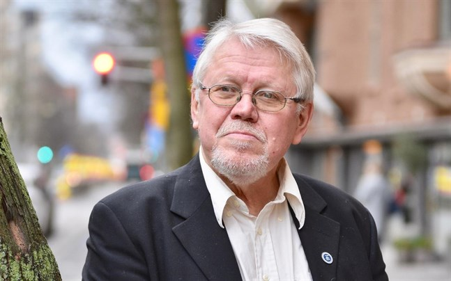 Lars Sund är glad för sin gamla förlagsredaktörs skull.