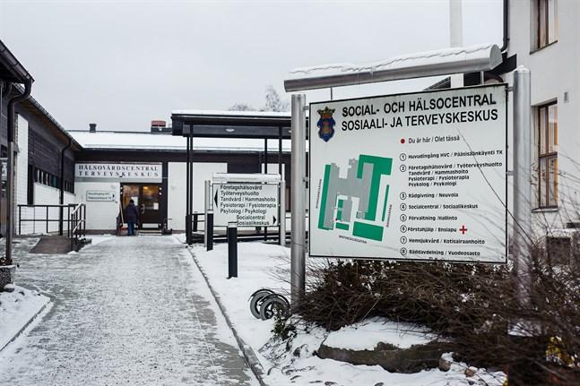 Två ansökningar till positionen som HVC-läkare vid Nykarleby välfärdscentral.