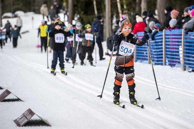 Barnens Vasalopp får en ny chans. Den 15 mars gäller som nytt datum för skidjippot i Larsmo.