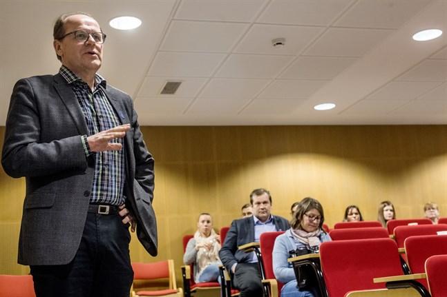 Soites styrelseordförande Veikko Laitila (C) säger att det finns orsak till oro för Kronobys status i vårdreformen. Samtidigt tror han att det ännu finns påverkningsmöjligheter och att det nu är viktigt med en enad front.