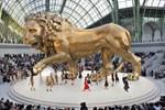 Modevisningar var aldrig bara en catwalk för Karl Lagerfeld, utan ett skådespel, säger modejournalisten Nina Campioni. På bilden en Chanelvisning i Paris 2010.