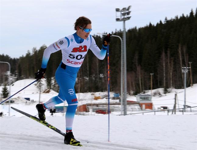 I klassisk posé i Puijo – guldmedaljören Alexander Ståhlberg från Norrvalla Ski Team.