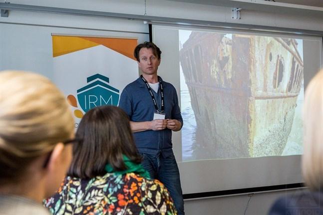 Tobias Zilliacus håller sin presentation på Aboa Mare Maritime Training Centre i februari i år.