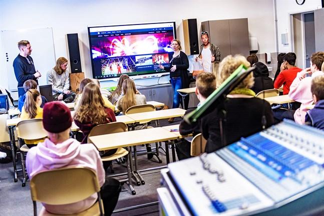 Så här såg det ut när MGP gjorde en skolturné 2019. Här på besök i Cronhjelmskolan i Larsmo.