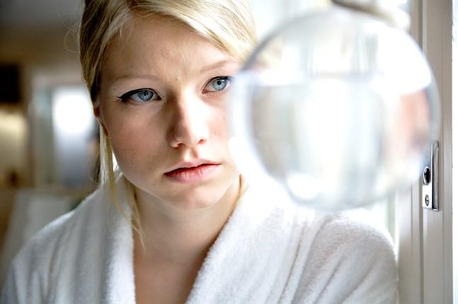 Jonna (Roosa Söderholm) flyttar från landsbygden till storstan och blir förälskad.