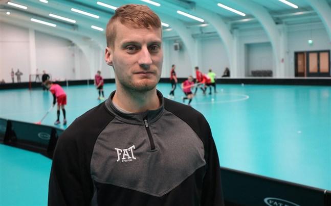 Simon Björkström gjorde två och assisterade till ett mål när Jeppis FBC besegrade SPV II.