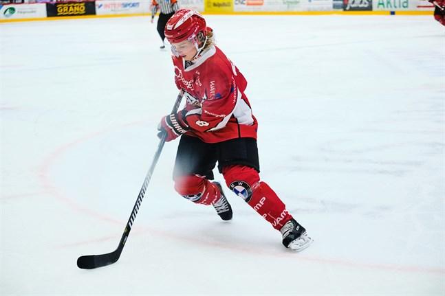 Santeri Haarala glänste hemma mot TUTO Hockey.