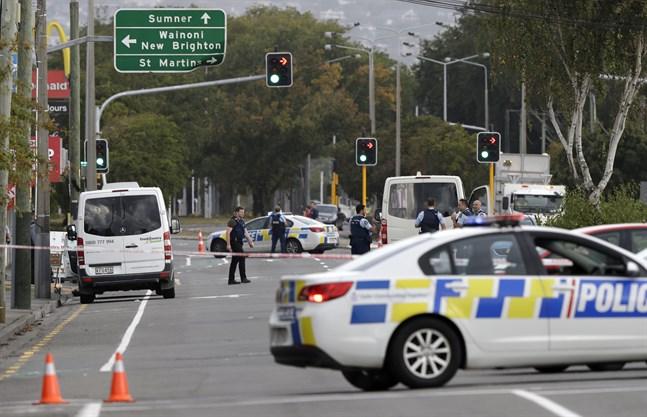 Polisavspärrningar vid Linwood-moskén i Christchurch.