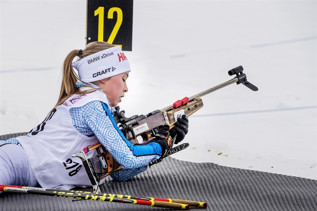 Larsmo IF:s Rebecca Sandnäs inledde skidskyttesäsongen i helgen.