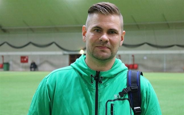 Jag är lite besviken på bollförbundet som redan hade lovat matchen åt oss, säger Aki Lyyski, tränare för KPV Akatemia.