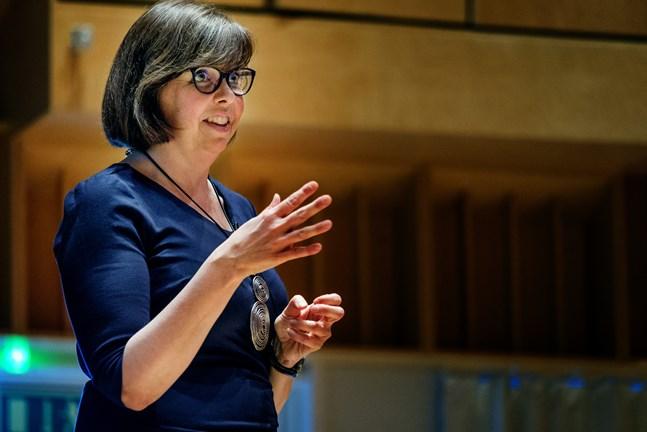 Kommunforskare Siv Sandberg konstaterar att den så kallade Kronobymodellen inte kan bli aktuell så som ramarna för vårdreformen nu är utformade.