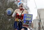 """""""Framtiden är Europa"""", står det på demonstrantens skylt."""