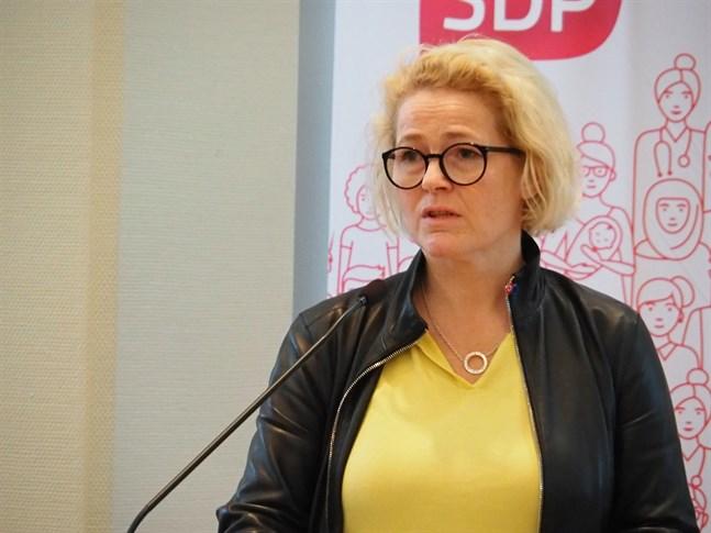 Miapetra Kumpula-Natri, EU-parlamentariker för SDP, kom till Bennäs med hälsningar från Bryssel.