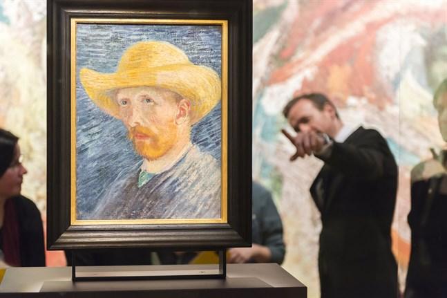 På Van Gogh-museet i Amsterdam finns många av konstnärens vackra och färgstarka landskapsmålningar och självporträtt, både med och utan öra.