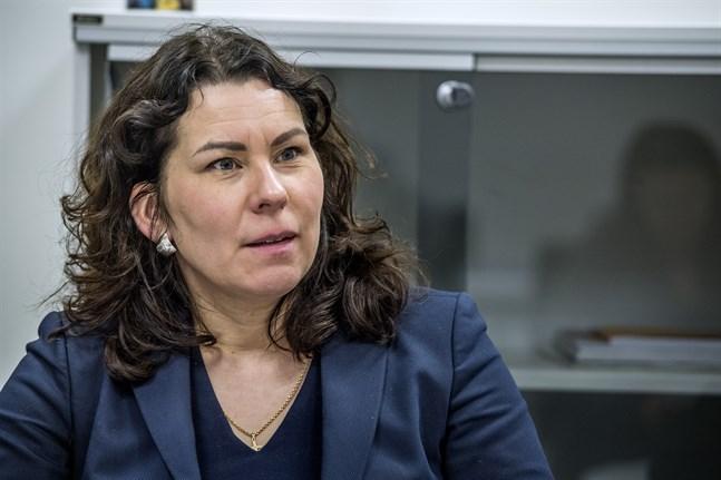 Språkrättsrådet Corinna Tammenmaa tror att den nya nationalspråksstrategin kommer att vara klar i höst.