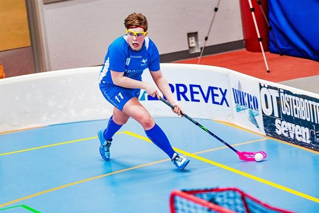 Lina Nybys bössa brukar hitta målet. I helgen gör Blue Fox-spelaren comeback efter sin knäskada.