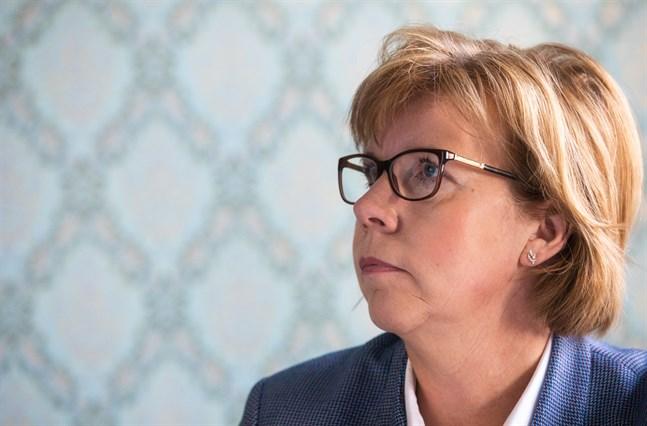 Anna-Maja Henriksson betonar att beredskapslagen, om den tas i bruk, kan begränsa människors rörelsefrihet. Tröskeln är alltså hög.