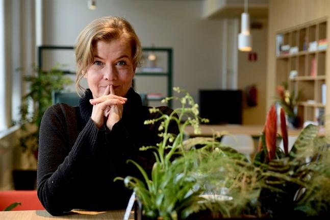 Jeanette Björkqvist påminner sig ofta om att hon bara är och hälsar på i sina intervjuobjekts verklighet och hon är noga med att inte skada de redan utsatta.