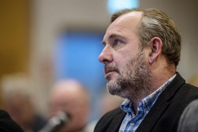 Mats Brandts förslag att Kronoby ska få bestämma om hur läkarmottagningen arrangeras segrade i omröstningen.