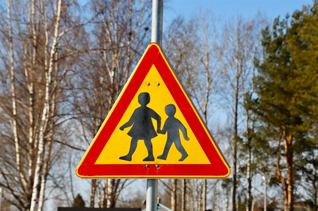 Smedsby skolcentrum blir tryggare med planerad rondell.