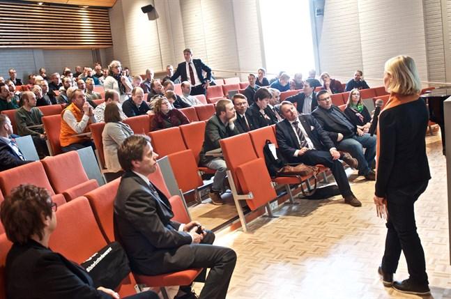 Intresset för att bli kolbonde var rätt stort bland det hundratal ÖSP-delegater som deltog i tisdagens vårmöte på Norrvalla. Michaela Ramm-Schmidt i förgrunden.