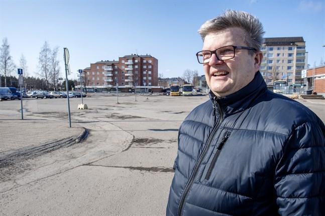 Vd Håkan Nyman säger att intresset för att bebygga Järnvägstorget fortfarande lever.