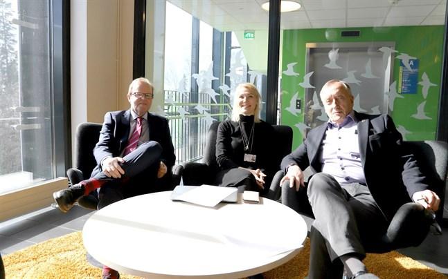 Glada sjukhuspolitiker. Gösta Willman, Marina Kinnunen och Hans Frantz är lättade över att H-huset äntligen blir av.