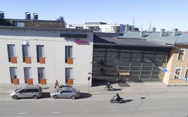 Vaasan Ikkuna finns i samma hus som Ilkka-Pohjalainen på Sandögatan.