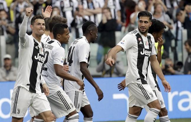 Cristiano Ronaldo (till vänster) och hans Juventus kan fira en ny ligatitel.