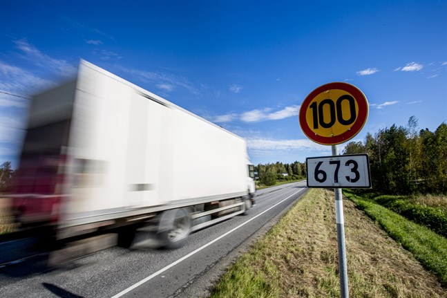 När den nya vägtrafiklagen träder i kraft ersätts en del böter med en avgift för trafikförseelse.