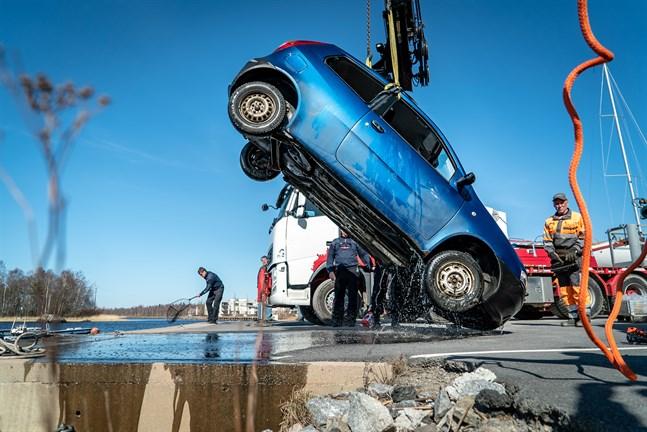Bilen bärgades under tisdagen.