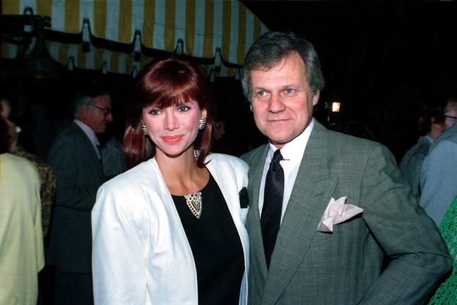 """Ken Kercheval tillsammans med Victoria Principal som spelade Pamela Barnes Ewing i """"Dallas"""". Året är 1986. Arkivbild."""