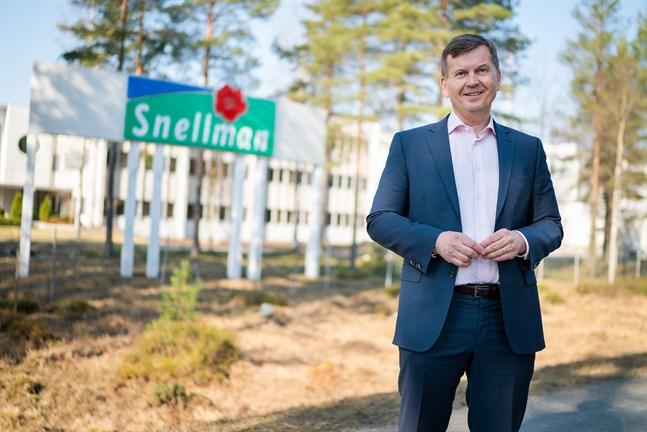 Snellmans koncernchef Erkki Järvinen kallade i fredags hela personalen på drygt 1 500 anställda till samarbetsförhandlingar, där man kommer att diskutera allt från permitteringar till semester.
