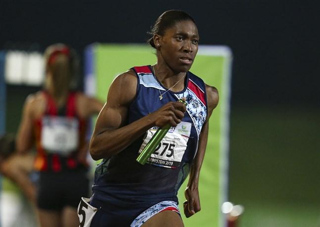 Caster Semenya i ett lopp i Johannesburg för en knapp vecka sedan. I morgon tävlar hon i Doha.