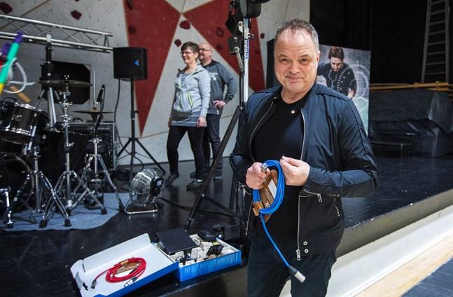 """Charles Plogmans nya singel heter """"Små stunder""""."""
