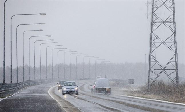 Flera vädervarningar har utfärdats för Österbotten under torsdagen.