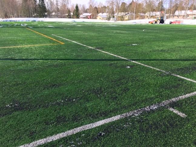 """""""På våra breddgrader behöver man konstgräs för att förlänga säsongen"""", säger Jaros vd Fredrik Haga till Yle."""